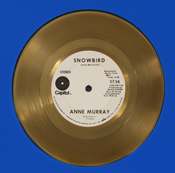 Le premier album d'or d'Anne Murray pour « Snowbird ».